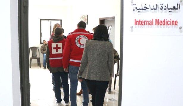 مستوصف الهلال الأحمر في السويداء يباشر عمله في مقره الجديد