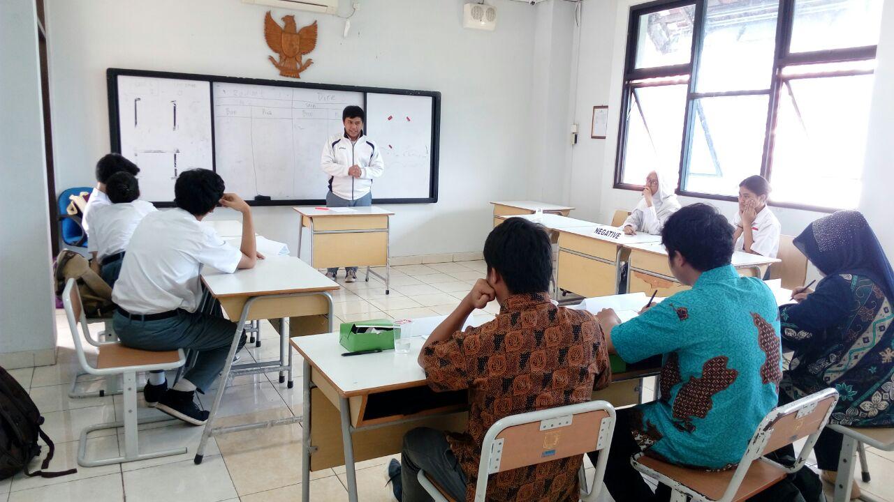 Diundang Jadi Juri Lomba Debat Bahasa Inggris Di Event National School Debating Championship 2018 Yang Diadakan Oleh Dinas Pendidikan Wilayah Kota Administrasi Jakarta Timur