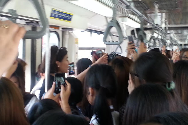 Anne Curtis Spotted In The MRT Wet With Sweat! Watch What She Did To Make It Cool! Everyone Liked It!