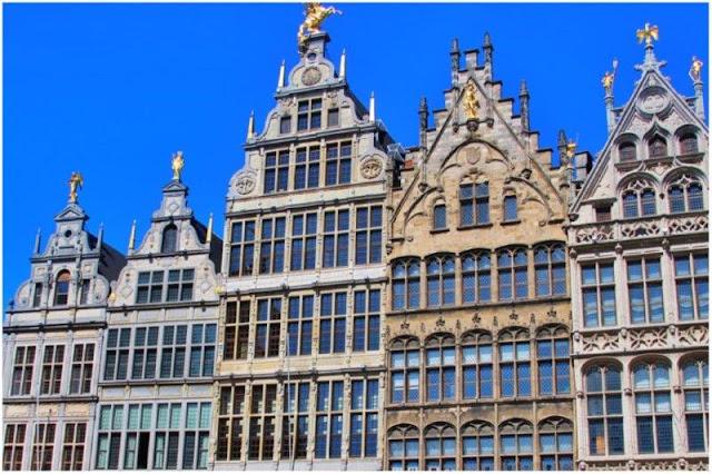 Casas típicas en Grote Markt de Amberes Antwerpen
