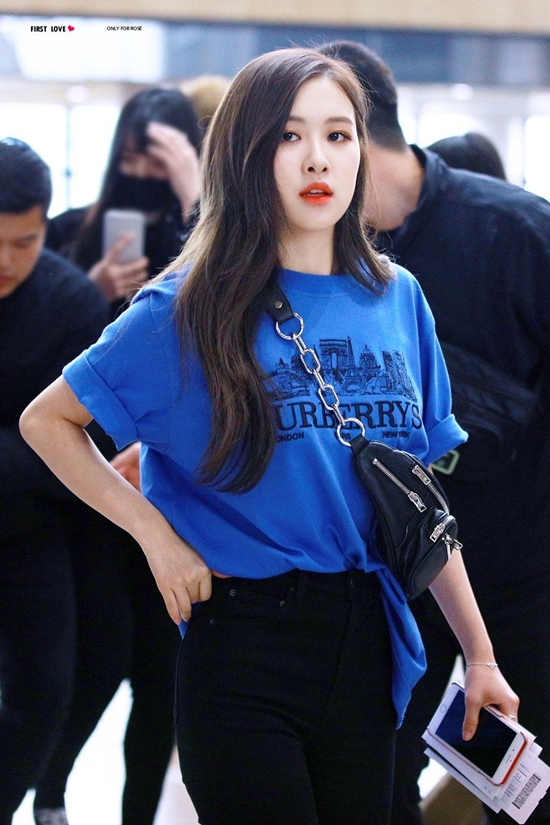6c04324a4a6fe1c6013f416cd7fdab86 - Blackpink Rose Airport Style
