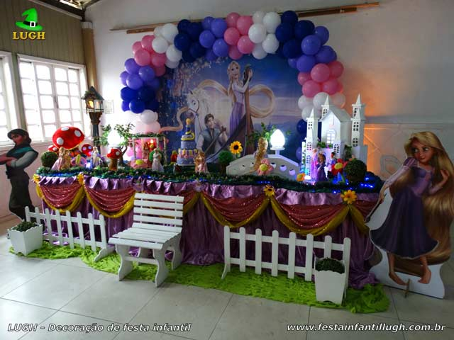 Mesa luxo de tecido - Decoração Os Enrolados para festa de aniversário feminino