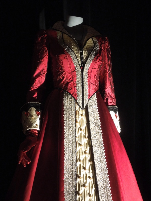 Queen of Hearts costume Once Upon a Time