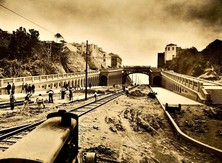 Porto Alegre - Construção do Viaduto Otávio Rocha, na Avenida Borges de Medeiros, em 1930.
