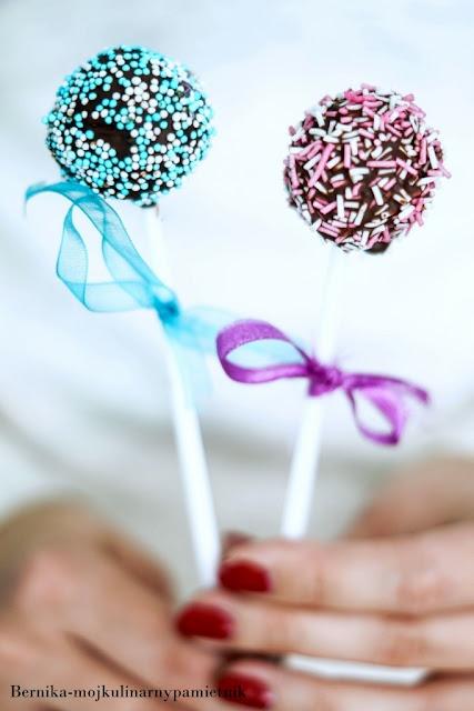 cake pops, słodycze, dzieci, deser, czekolada, biszkopt, bernika, kulinarny pamietnik