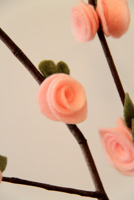 Make your own felt flowers for mom.  Just a little bit of felt and some sticks.  From Busy Kids Happy Mom