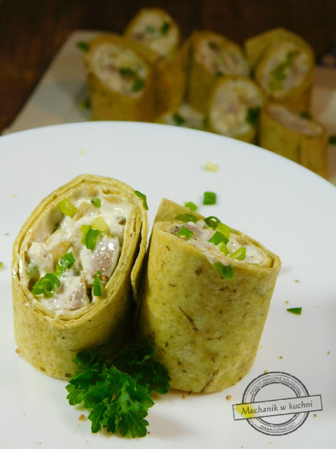 Wrapy śledziowe tortilla przepis śledzi sałatka śledziowa przystawka przekąska śledź jabłko ogórek majonez śmietana zawijane w tortillę wrapy post adwent sałatka postna ze śledzia jak zrobić film wraps Herring Tortilla recipe tracks Herring salad appetizer snack Herring Apple cucumber Mayonnaise sour cream wrapped in a tortilla wraps mechanic in the kitchen cooking blog