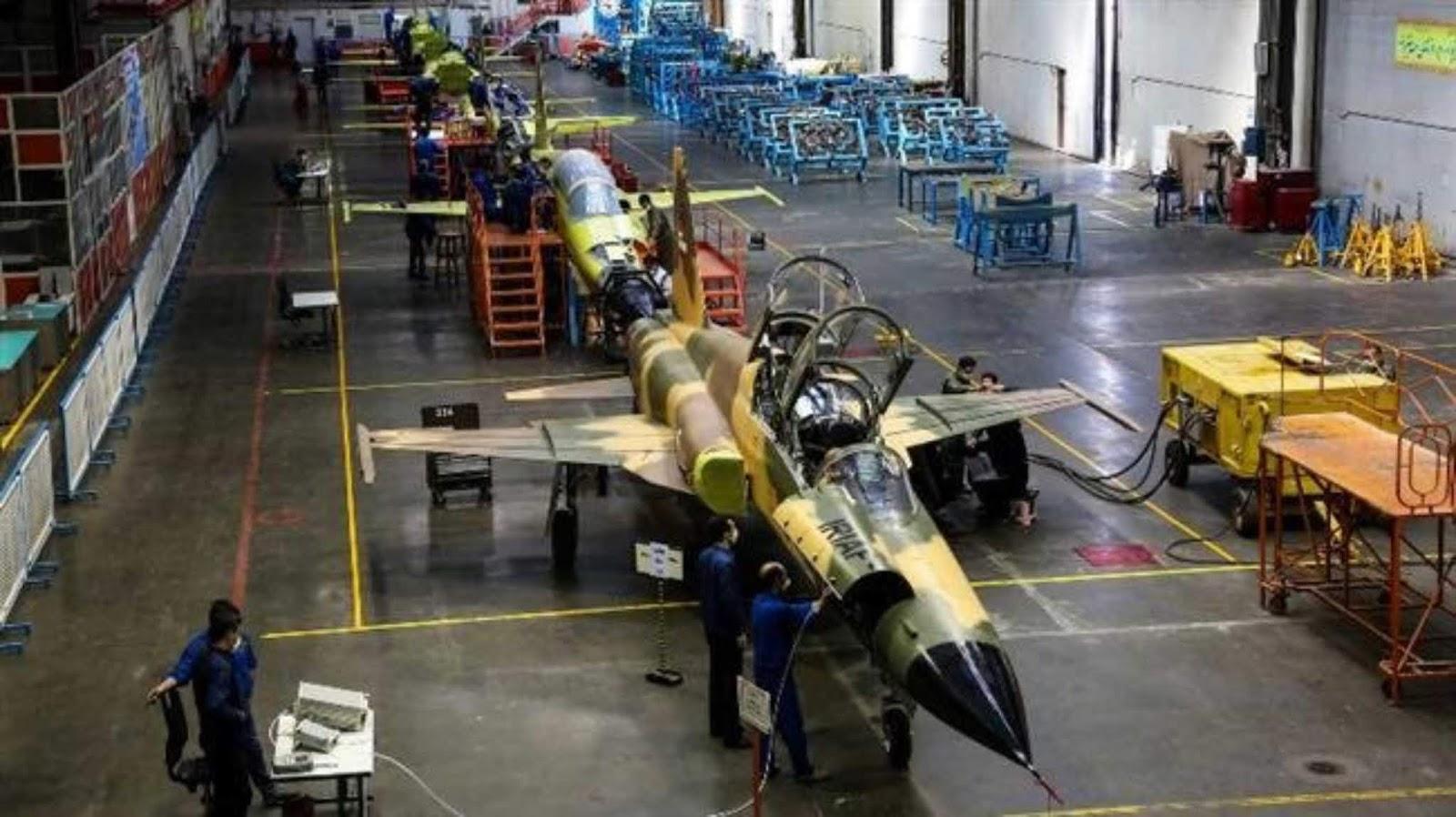 Iran meluncurkan produksi massal jet interceptor Kowsar