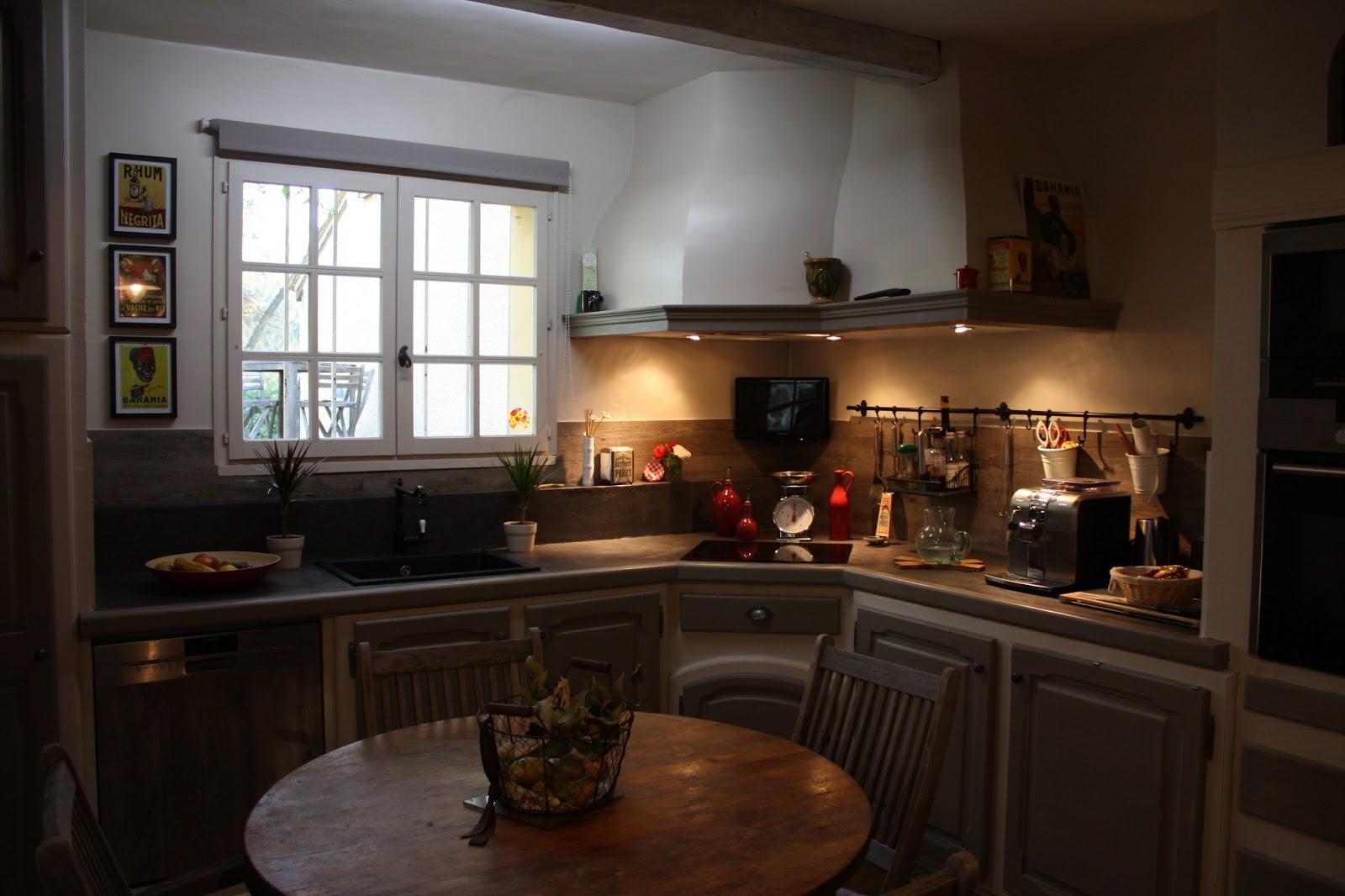 changement de d cors cuisine plan de travail et cr dence. Black Bedroom Furniture Sets. Home Design Ideas