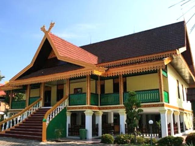 8 Gaya Arsitektur Rumah Tradisional Melayu Riau Besereta Gambar