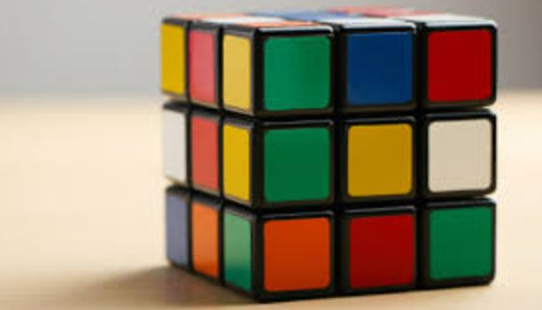 Ο Κύβος του Ρούμπικ σχηματίζει 43 πεντακισεκατομμύρια πιθανούς συνδυασμούς και δημιουργήθηκε κατά λάθος!