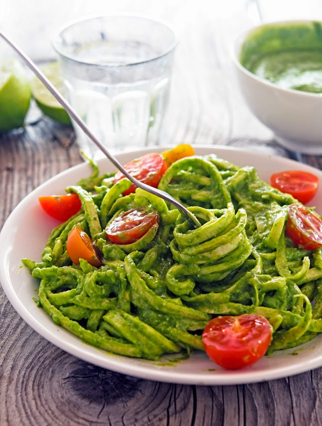 Creamy Avocado-Spinach Pesto Zoodles