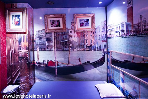 dostum paris love hotel. Black Bedroom Furniture Sets. Home Design Ideas