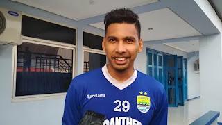 Roland Simons Mandowen Ikuti Seleksi Persib Bandung