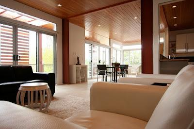 Salon avec meubles épurés, façon slow-design.