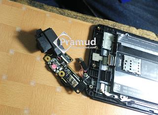 cara melepas rangkaian pcb charger asus zenfone 5 - pramud blog