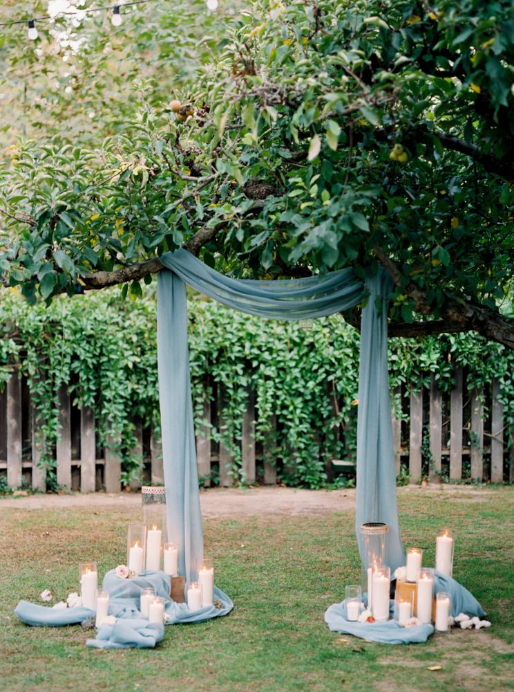 Dekoracja ceremonii ślubne, ślub w plenerze, Dekoracje ślubne, Inspiracje ślubne, Pomysły ślubne, Motyw przewodni ślubu i wesela, Trendy ślubne, Kwiaty do ślubu, Kwiaty na stołach weselnych, Materiały graficzne, Kolor przewodni, Bukiet ślubny,