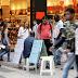 Crise no mercado de trabalho faz renda do brasileiro encolher em 2017, aponta IBGE