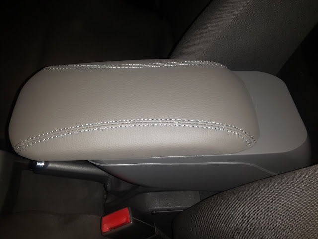 Opel Vauxhall Astra H armrest extended
