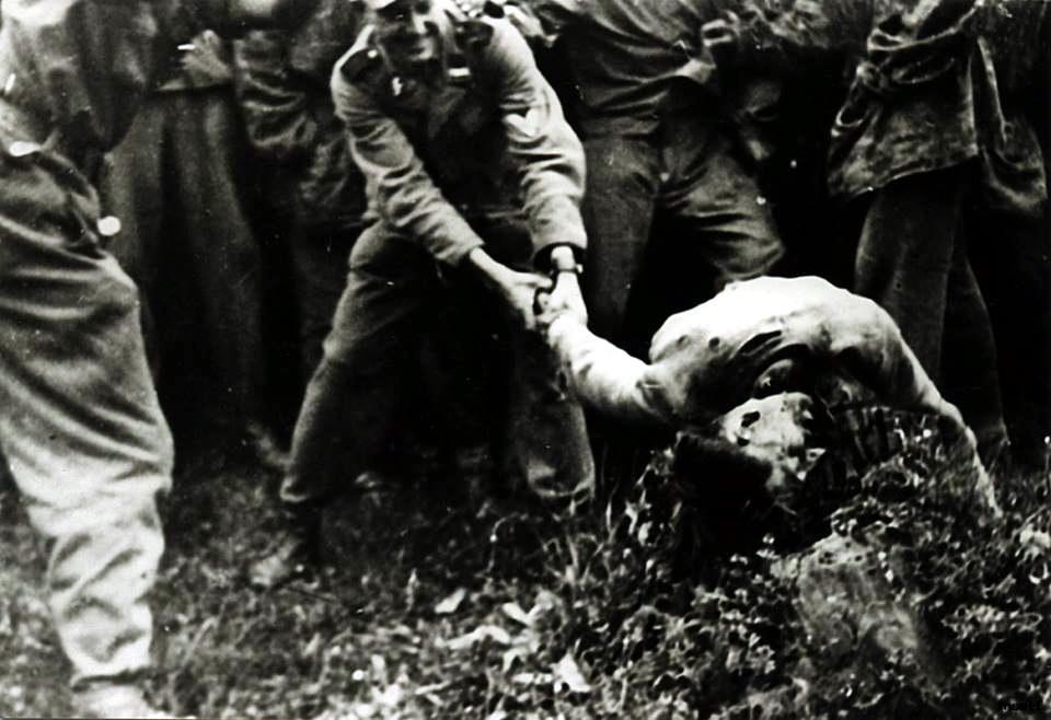 massacre, exécution... Nazi%2Bgerman%2Bwar%2Bcrime%2Bbeheading%2Byugoslavia%2Bpartisan%2Bss%2Baxe%2Bexecution3