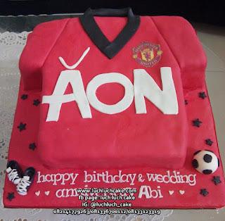 Kue Tart Bentuk Jersey Manchester United