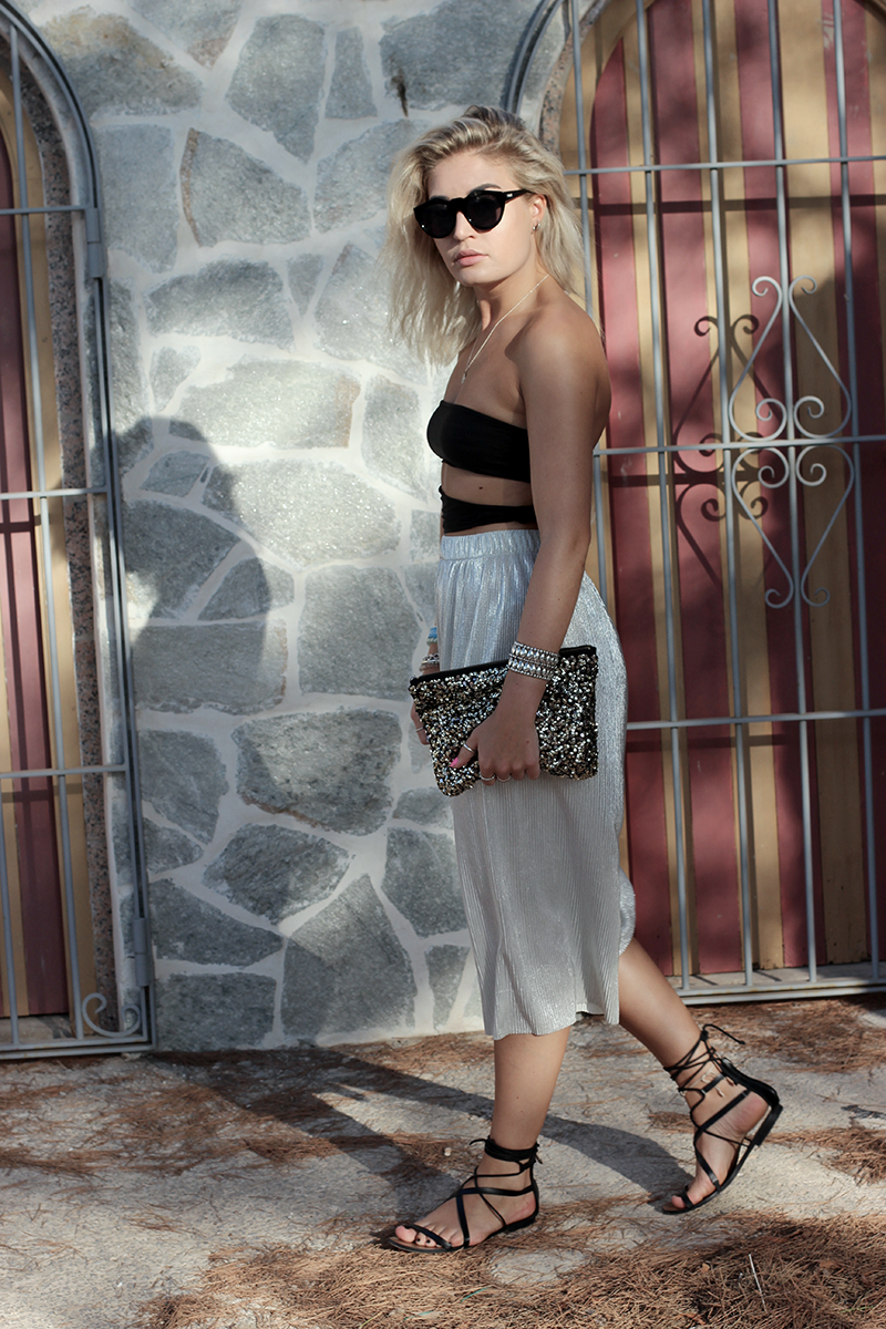 Ibiza-ootd-Cut Out Body-Body-Look-Streetstyle-Culotte-Metallic-Cotton Beach Club-Beach Club Ibiza-Summer-Travel-Outfit-Style-Fashion-Mode-Modeblog-Fashionblog-Munich-Lauralamode-Deutschland
