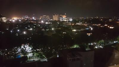 Semarang diwaktu malam dilihat dari jendela kamar hotel. Beautiful (Dok:pri)