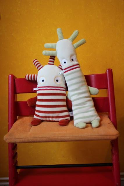 Herr Ningel und Herr Nörgel auf einem Stuhl