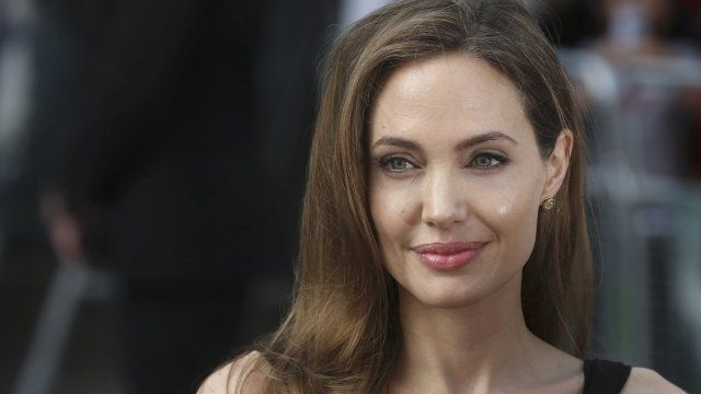 Angelina Jolie Kecewa pada Donald Trump