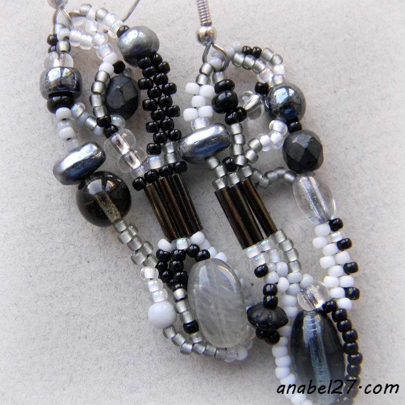 Серьги из бисера - серый / белый / черный