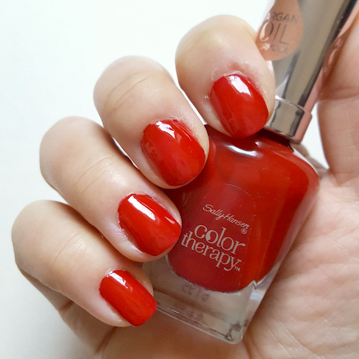 Review & Swatches: Sally Hansen Color Therapy - 360 Red-y to Glow - Tragebilder
