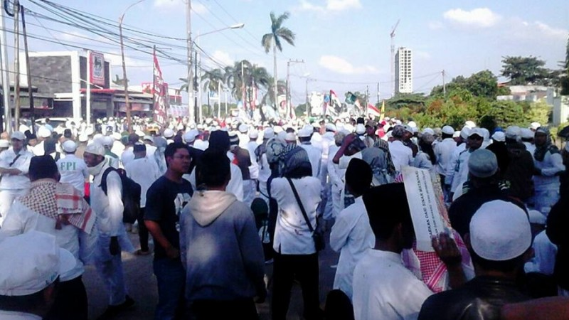 Massa demo pembangunan gereja Santa Clara di Bekasi