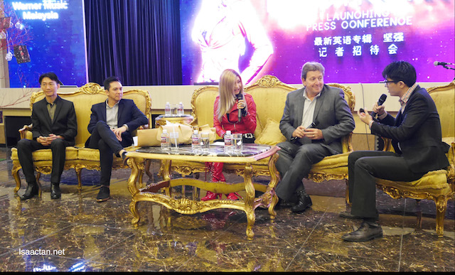 Gary Scallan, CEO of Future Entertainment and Music Group Australia and Darren Choy, managing director of Warner Music Malaysia and Singapore with Jessie Chung at the press launch of Be Strong album