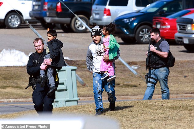 #SHOOTING : Cop among 4 dead in Rothschild,Wisconsin shooting rampage