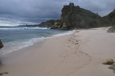 Hasil gambar untuk pantai karang tengkorak