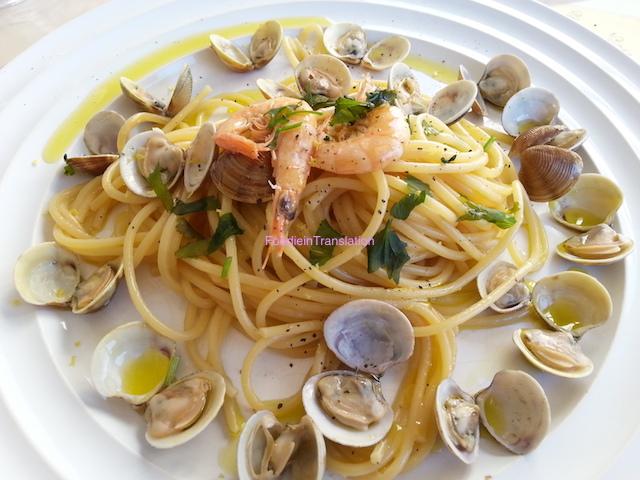 Spaghetti con vongole e gamberetti