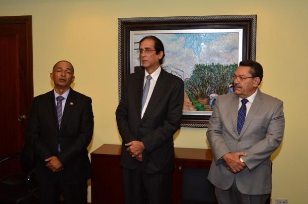 Ministro Montalvo posesiona a Pedro Mota como nuevo director del CEA