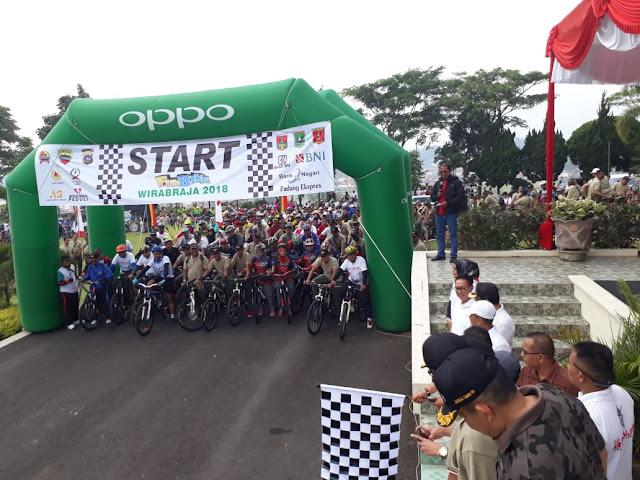 Kasrem 032/Wbr bersama Walikota Bukittingi melepas Fun Bike Wirabra