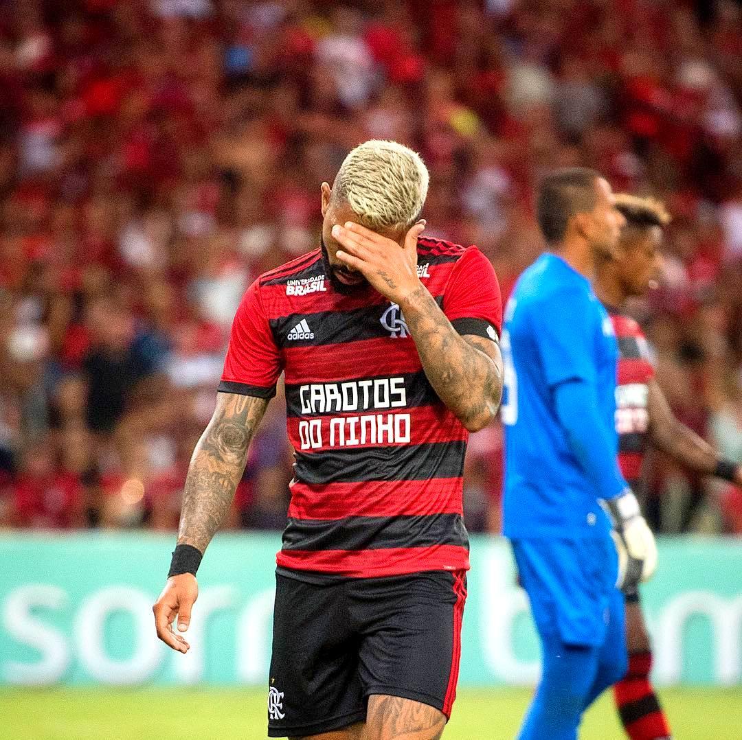c33bc0a41fc Gabigol se lamentando no Flamengo - Foto  Delmiro Junior