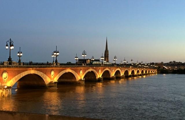 bordeaux-ponte-di-pietra-poracci-in-viaggio