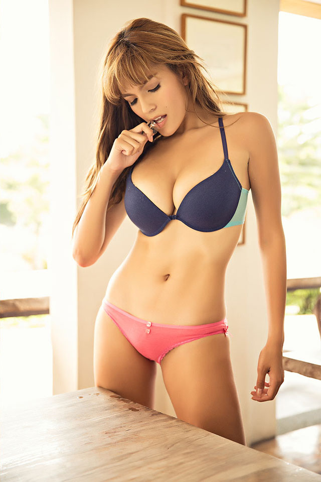 andrea torres bra and panty pics 01