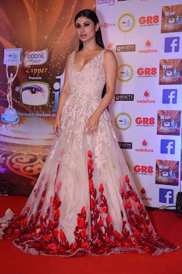 mouni-roy-ITA-awards-2017