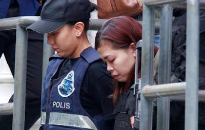 Tidak Biasanya Siti Aisyah Mengenakan Rompi Anti Peluru Usai Sidang