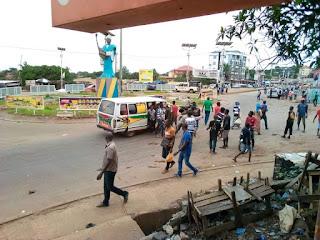 Guinée: Conakry, les jeunes débarquent les passagers à bord des voitures sur la nationale fidèle castro