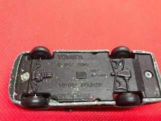 トヨタ セルシオ のおんぼろミニカーを底面から撮影