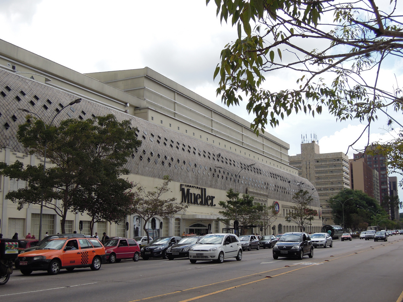 e18d87c3b8 Shopping Mueller na Av. Cândido de Abreu, antiga Estrada da Graciosa.