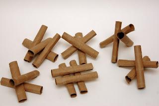 Festa junina decorada com rolinhos de papel
