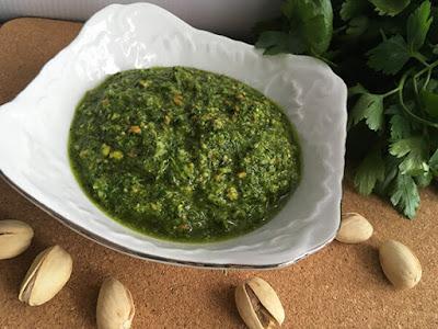 Pesto z pietruszki z pistacjami
