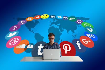 Ilustrasi buzzer menggunakan media sosial untuk promosi. Foto : Pixabay.