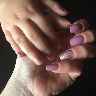 ημιμόνιμο manicure με glitter